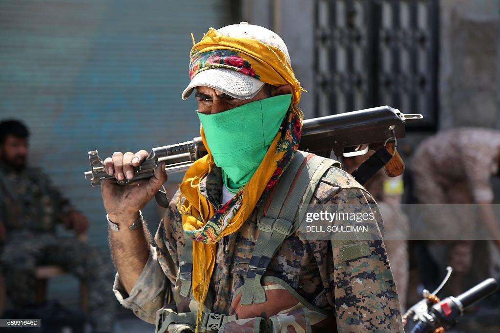 TOPSHOT-SYRIA-CONFLICT-MANBIJ : News Photo