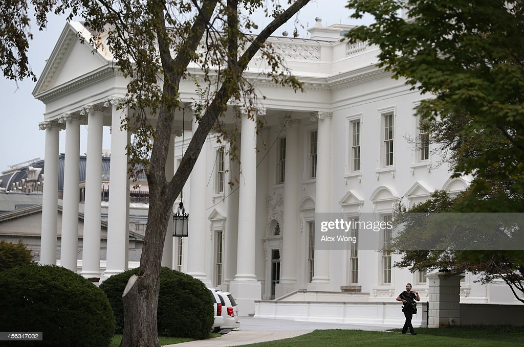 A member of the U.S. Secret Service patrols outside the North Portico of the White House September 29, 2014 in Washington, DC. Omar Gonzalez, the man arrested on Friday after jumping the White House fence, went deeper into the building than what it was previously reported.