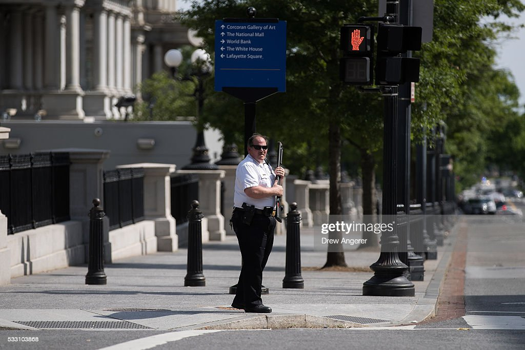 Lovely A Member Of The U.S. Secret Service Patrols The Corner Of 17th Street And  Pennsylvania Ave