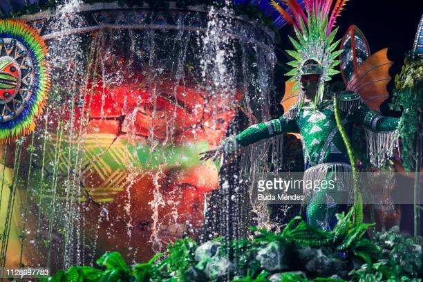 A member of Unidos de Vila Isabel Samba School performs during the parade at 2019 Brazilian Carnival at Sapucai Sambadrome on March 04 2019 in Rio de...