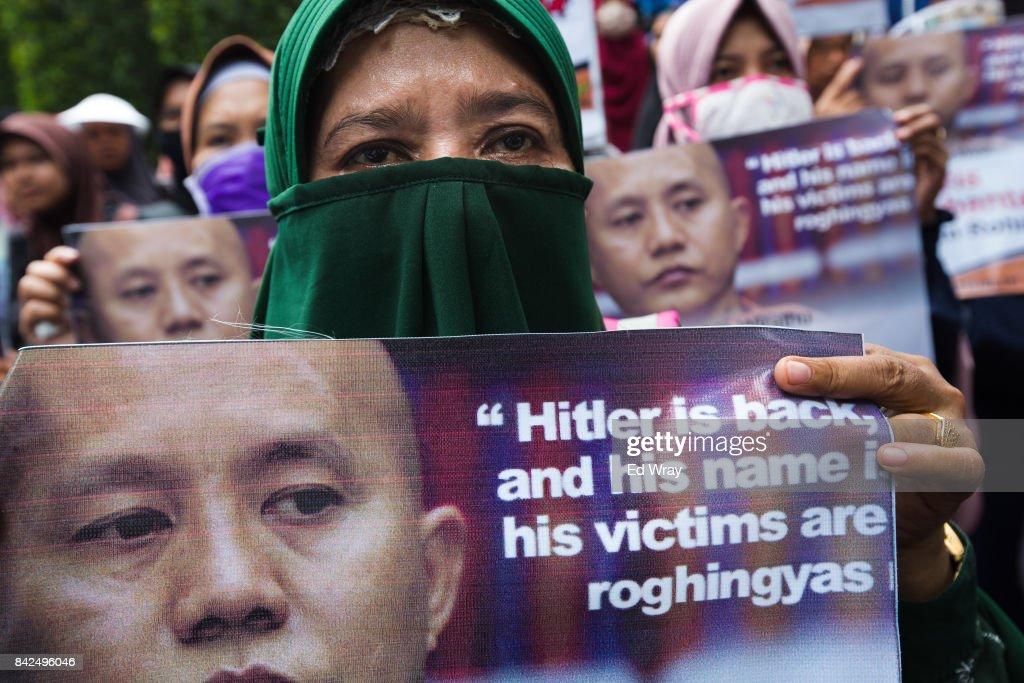 Indonesians Rally In Solidarity With The Rohingya Muslims : Nachrichtenfoto