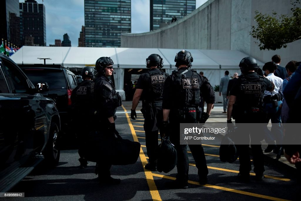 Members of a Secret Service counter assault team arrive with US President Donald Trump during the 72nd session of the United Nations General Assembly September 19, 2017 in New York City. / AFP PHOTO / Brendan Smialowski