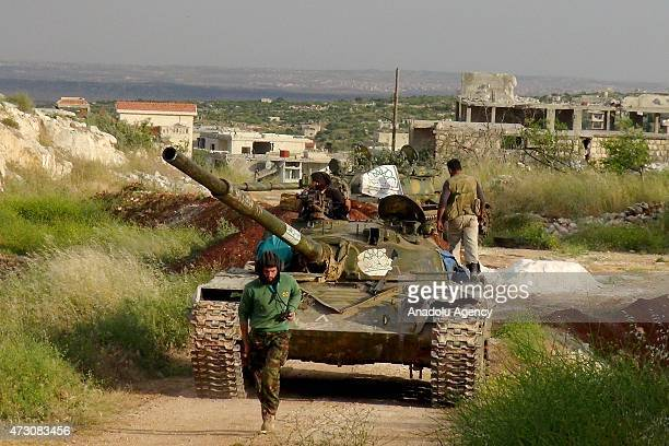 Members of alFatah forces make preparations before they attack on Syrian regime forces' Fenar military check point located at the Jabal Arbain in...