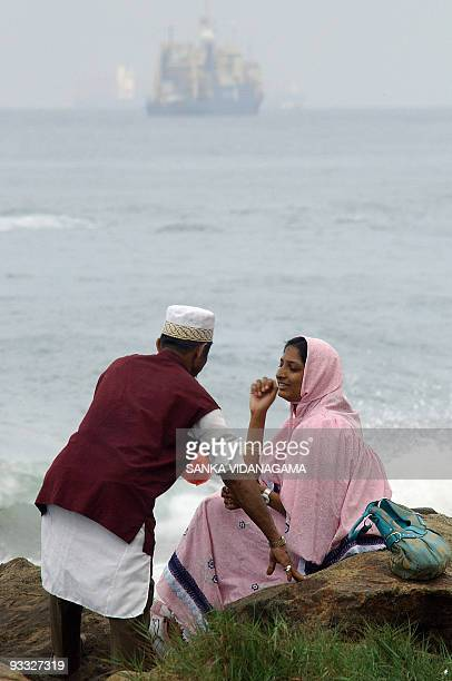 Members of an Islamic Shia gathering of the Bohra community prepare to have breakfast beside the sea in Sri Lanka's capital Colombo 11 January 2008...