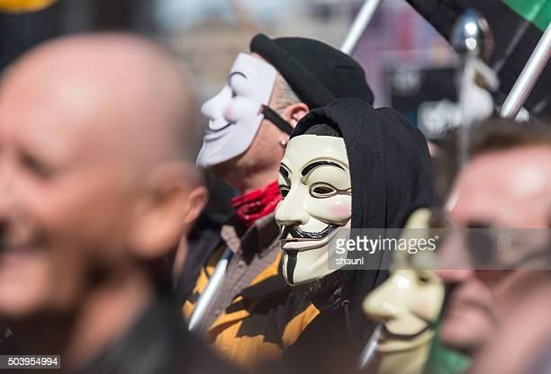 i soci di anonimo in di protesta - persona irriconoscibile foto e immagini stock