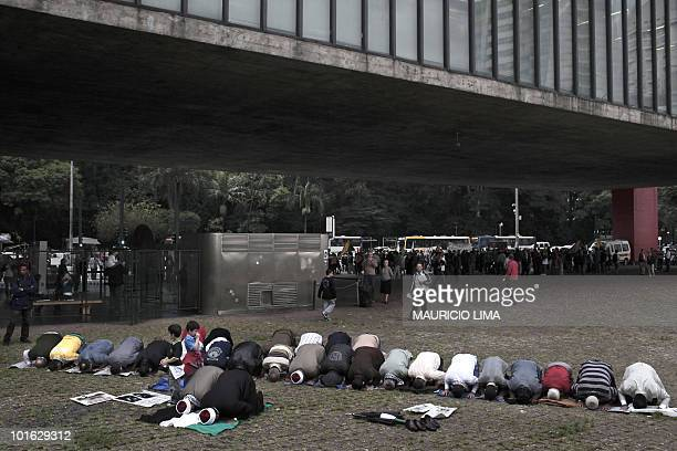 Members of Arab community of Sao Paulo Brazil pray on June 4 2010 in a demonstration in the backside of the Sao Paulo Art Museum at the financial...