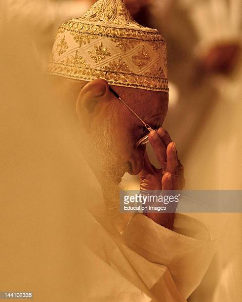 Members Of Bohra Community Seeking Blessing From Religious Leader Syedna India