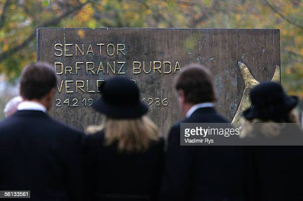Members of Burda family look at the Burda family grave after the funeral service for Aenne Burda on November 10 2005 in Offenburg Germany Aenne Burda...