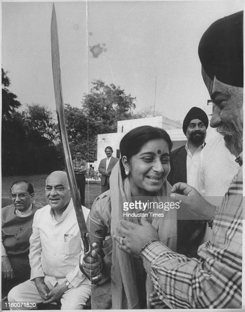 Members of Gurudwara Prabandhak Committee presents a sword to Delhi CM Sushma Swaraj in support to BJP for the forth coming Delhi Assembly Election...