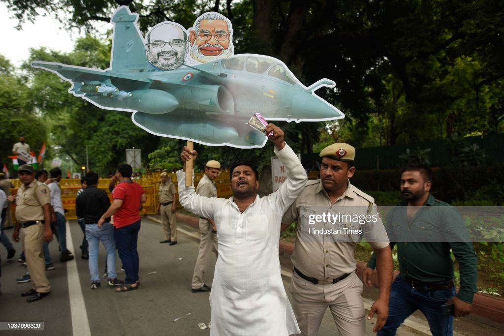 Members Of Indian Youth Congress Protest Against Central Government Over The Rafale Deal