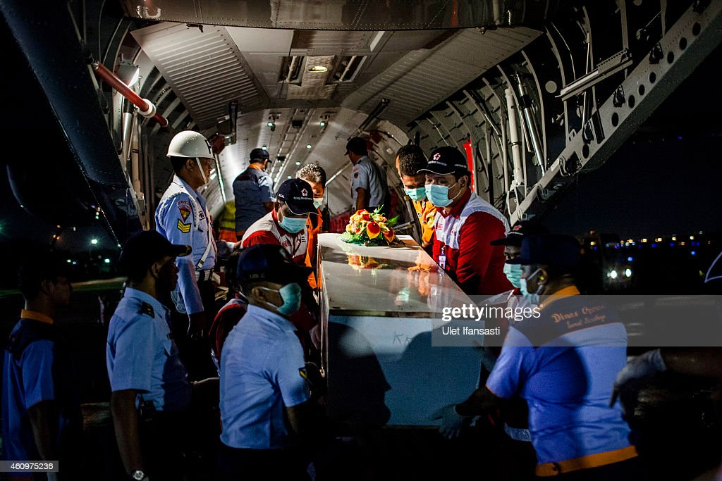Indonesia Mourns AirAsia Crash As Recovery Operation Continues : News Photo