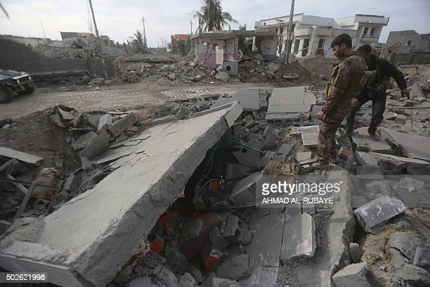 Members of Iraq's elite counterterrorism service check the rubble of a building on December 27 2015 in the Hoz neighbourhood in central Ramadi the...
