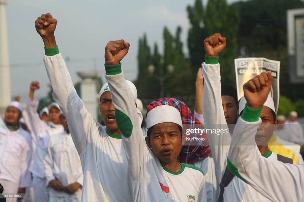 Anti Communism Rally in Indonesia : News Photo