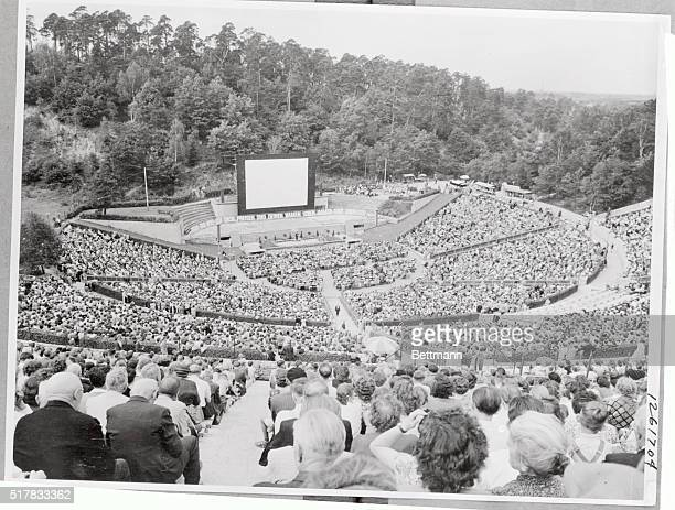 2000 members of Jehovah's Witnesses met in the West Berlin open air theater Waldbuehne last Sunday This was the final meeting of the 4 day convention...