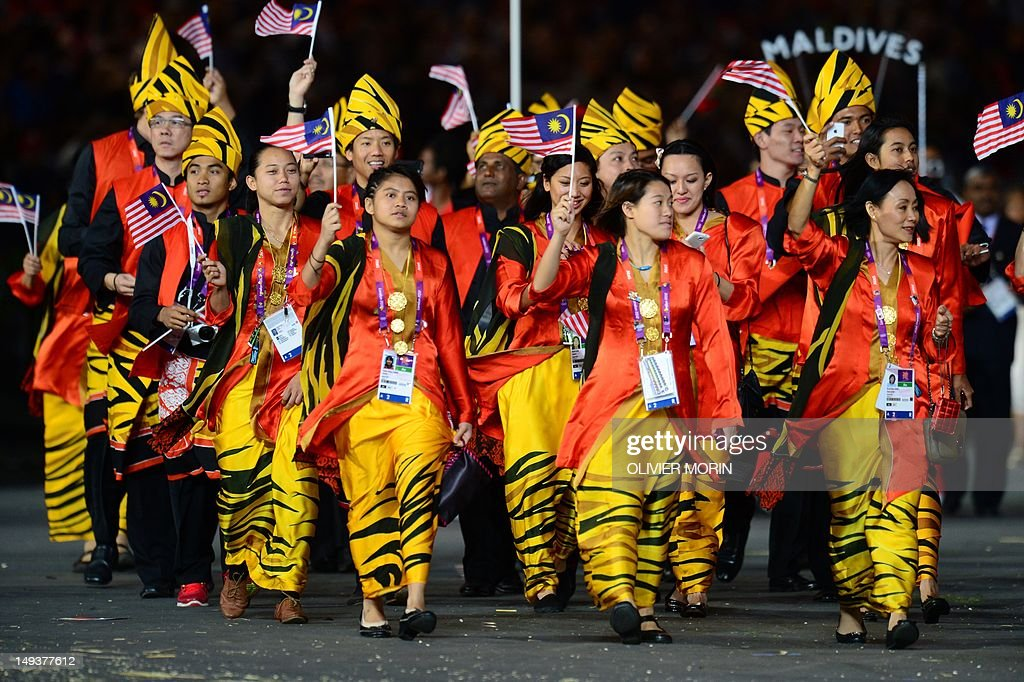 Members of Malaysia's delegation parade  : News Photo