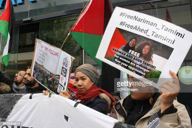 S BANK MANCHESTER LANCASHIRE UNITED KINGDOM Members of Manchester's Palestine Solidarity Campaign picket Barclays Bank in the city in continuing...