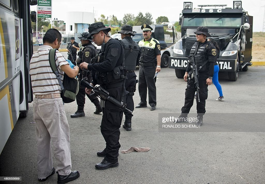 Members of Mexico's state police participate in a security operation in Cuautitlan Izcalli, Mexico state, on March 24, 2014.