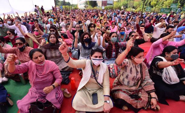 IND: Teachers Protest at Panjab University Over Pay Scales