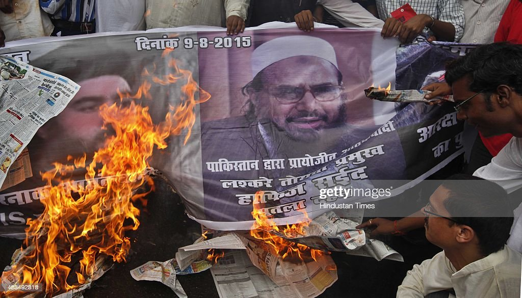 RKSP Members Protest Against Separatists And Unpatriotic Leaders For Waving Pakistan And Islamic State Flags : ニュース写真