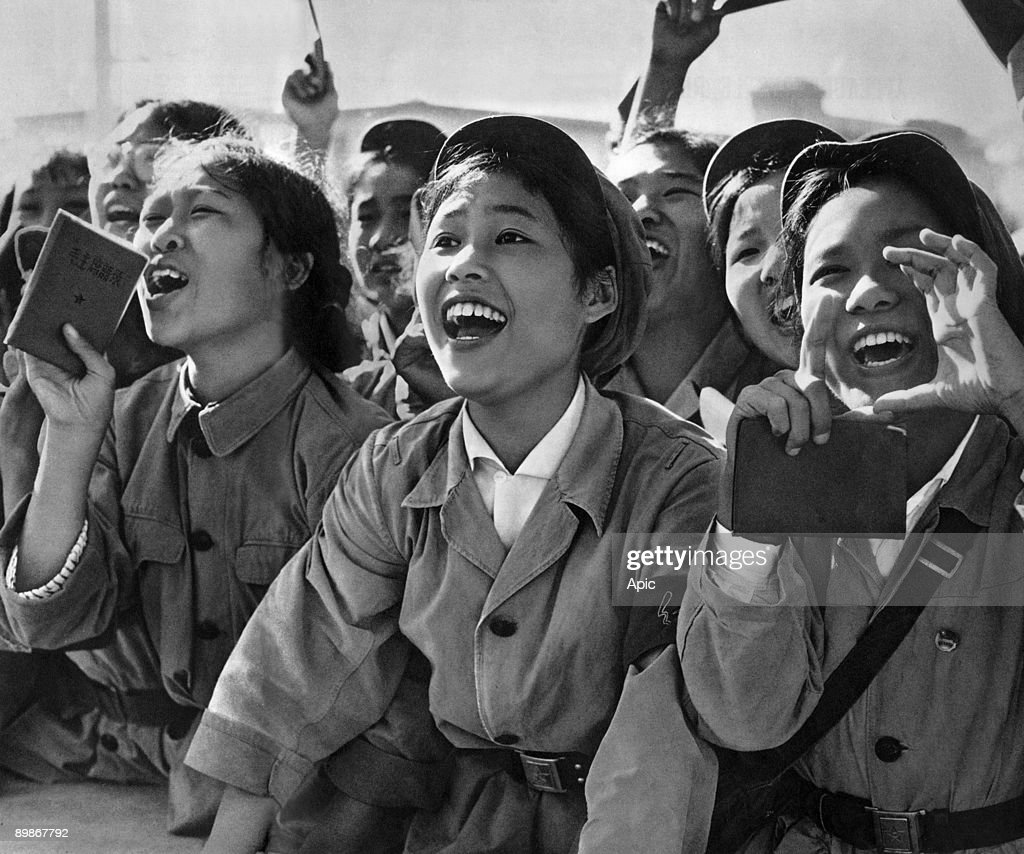 Members of red guards, holding The Little Red Book, cheering MaoZedong during a meeting to celebrate the Great Proletarian Cultural Revolution on Tien An Men square in Pekin on august 18, 1966 : News Photo