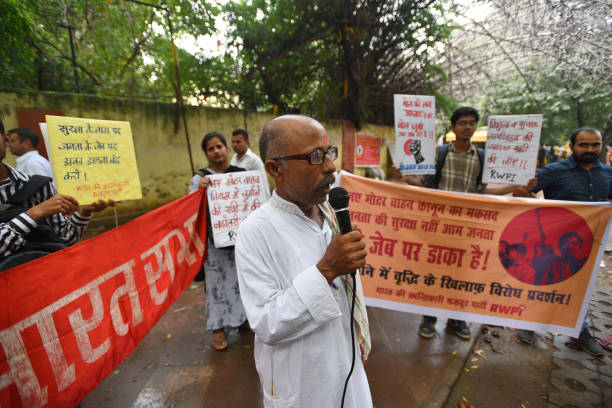 IND: Members Of RWPI Protest Against The New Amendments In Motor Vehicle Act At Jantar Mantar