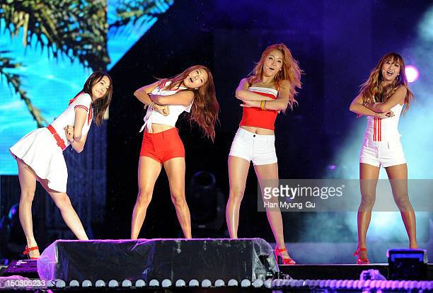 Members of South Korean girl group Sistar perform onstage during at KBS London Olympic Athletes Welcomed The National Festival on August 14, 2012 in...