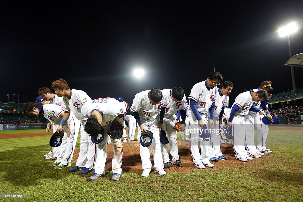 Members of Team Chinese Taipei thank and show respect to the crowd after defeating Team New Zealand in Game 6 to win the 2013 World Baseball Classic Qualifier at Xinzhuang Stadium in New Taipei City, Taiwan on Sunday, November 18, 2012.