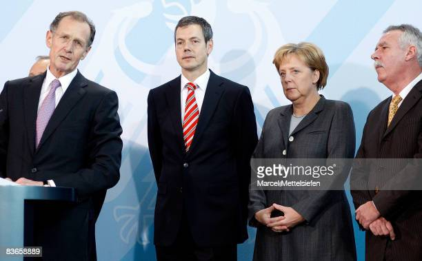 Members of the '5 Wise men' panel chairman Bert Ruerup Peter Bofinger Chancellor Angela Merkel and Wolfgang Wiegard pose with the group's official...
