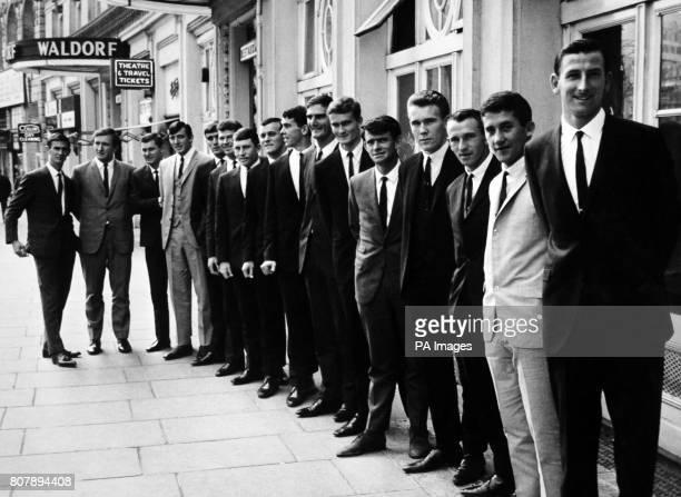Members of the Australian cricket Team take a tour of the sights of London Ian Redpath Graham McKenzie Bob Cowper Alan Connolly Paul Sheahan Neil...