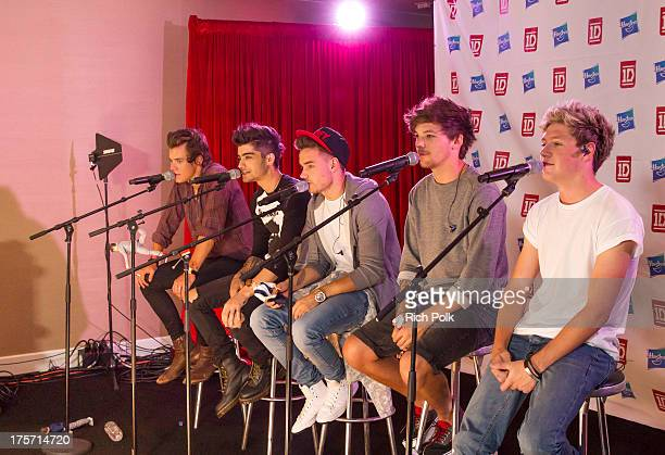Members of the band One Direction Harry Styles Zayn Malik Liam Payne Louis Tomlinson and Niall Horan perform at the One Direction Private Concert Fan...