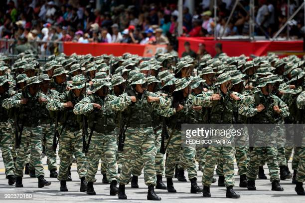 Members of the Bolivarian militia take part in a military parade to celebrate the 207th anniversary of the Venezuelan Independence in Caracas on July...