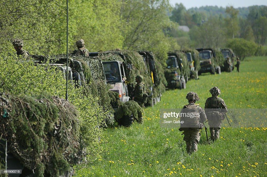"""NATO Holds """"Spring Storm"""" Military Exercises : ニュース写真"""