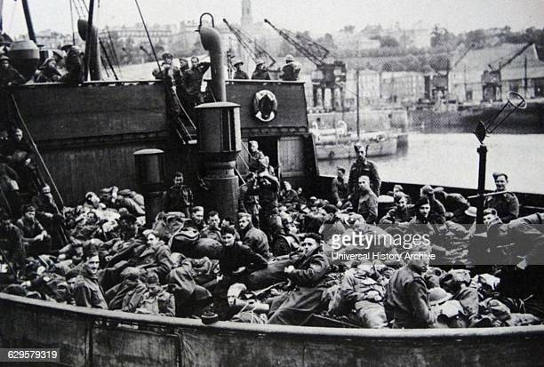 Members of the British Expeditionary Force withdraw to England during the Dunkirk evacuation, 26th May-4th June 1940.