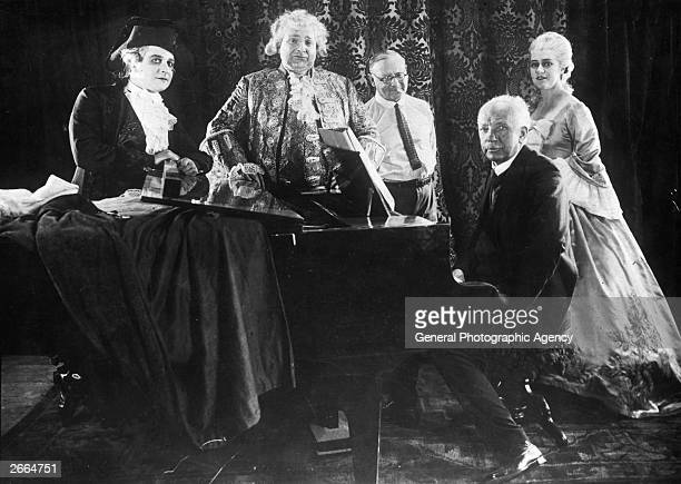 Members of the cast and crew of 'Der Rosenkavalier' a silent film adaptation of Richard Strauss' opera Left to right Frederich Feher Michael Bohnen...