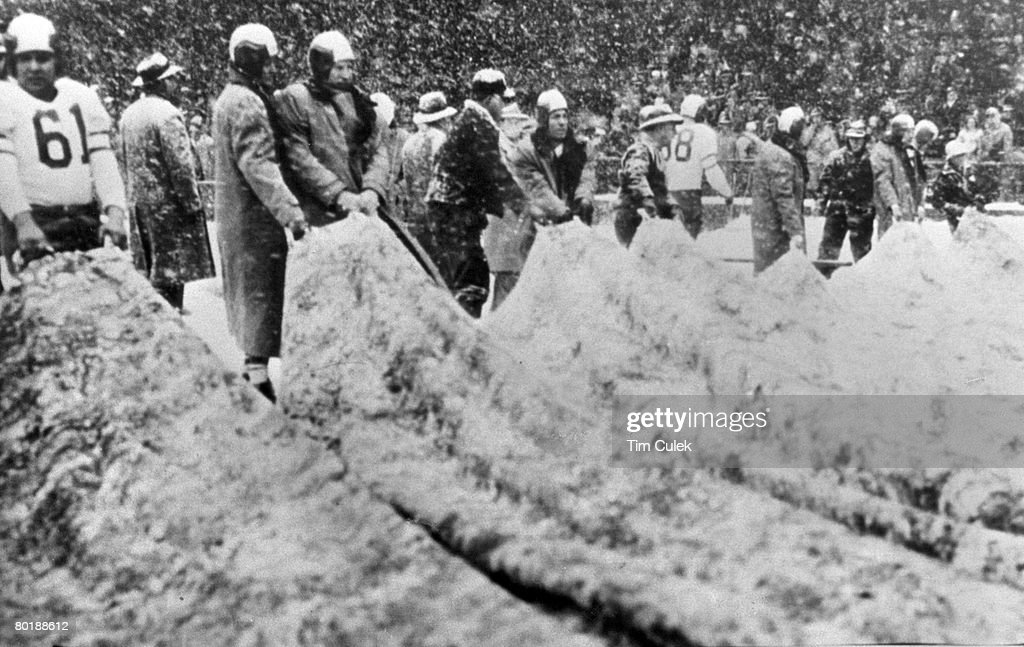 1948 NFL Championship Game - Philadelphia Eagles vs Chicago Cardinals - December 19, 1948 : News Photo