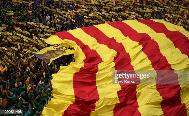 Members of the collas sing the Catalan National anthem 'Els Segadors' during the 27th Tarragona Competition on October 07 2018 in Tarragona Spain The...