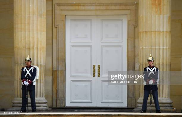 TOPSHOT Members of the Colombian presidential guard stand guard at the Casa de Narino presidential palace in Bogota on May 25 2018 Colombia holds...