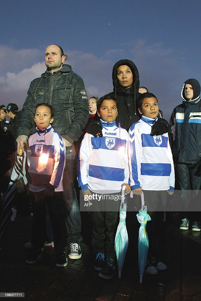 Members of the Dutch football club SC Buitenboys take part in a silent march on December 9, 2012 in Almere, to pay their respects to their late linesman Richard Nieuwenhuizen. Nieuwenhuizen collapsed and fell into a coma after he was attacked by three teenagers at the end of a junior club football match on December 2, 2012. AFP PHOTO / ANP / BAS CZERWINSKI netherlands out