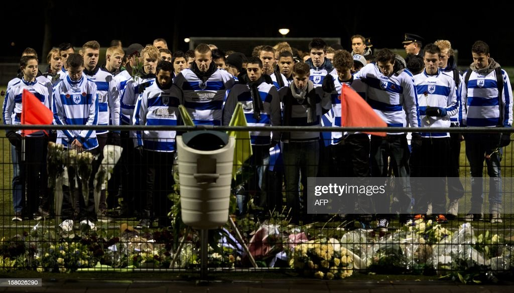 Members of the Dutch soccer club SC Buitenboys pay their respects at the memorial site for the late linesman Richard Nieuwenhuizen at the SC Buitenboys clubhouse in Almere, on December 9, 2012. Nieuwenhuizen collapsed and fell into a coma after he was attacked by three teenagers at the end of a junior club football match on December 2, 2012. People gathered this afternoon for a silent march in memory of Nieuwenhuizen. AFP PHOTO / ANP / KOEN VAN WEEL netherlands out