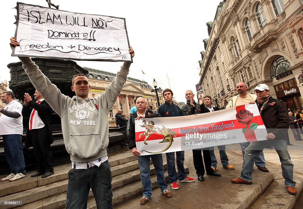 The English Defence League Hold City Centre Demonstrations : Foto jornalística