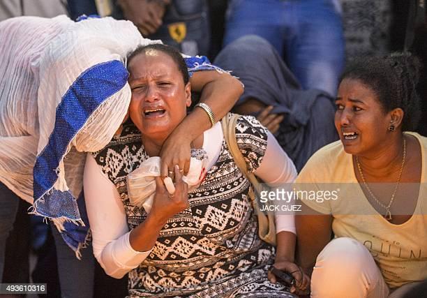 Members of the Eritrean community in Israel mourn during a memorial ceremony on October 21 2015 in the Israeli city of Tel Aviv for Eritrean asylum...