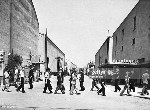 Members of the Federated Motion Picture Crafts picket at the lot of Warner Brothers Studio on May 7 1937   Location Warner Brothers Studio Hollywood...