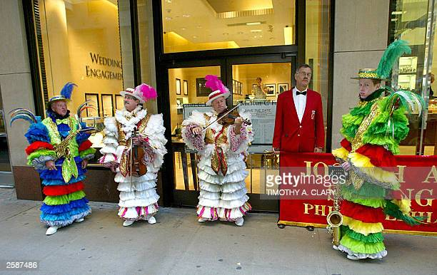 Members of the Ferko String Band from Philadelphia wait in front of a jewelry store and tune up before they march down 5th Avenue 13 October 2003 in...