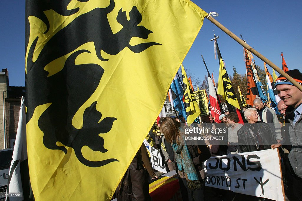 Members of the Flemish nationalist group : Nieuwsfoto's