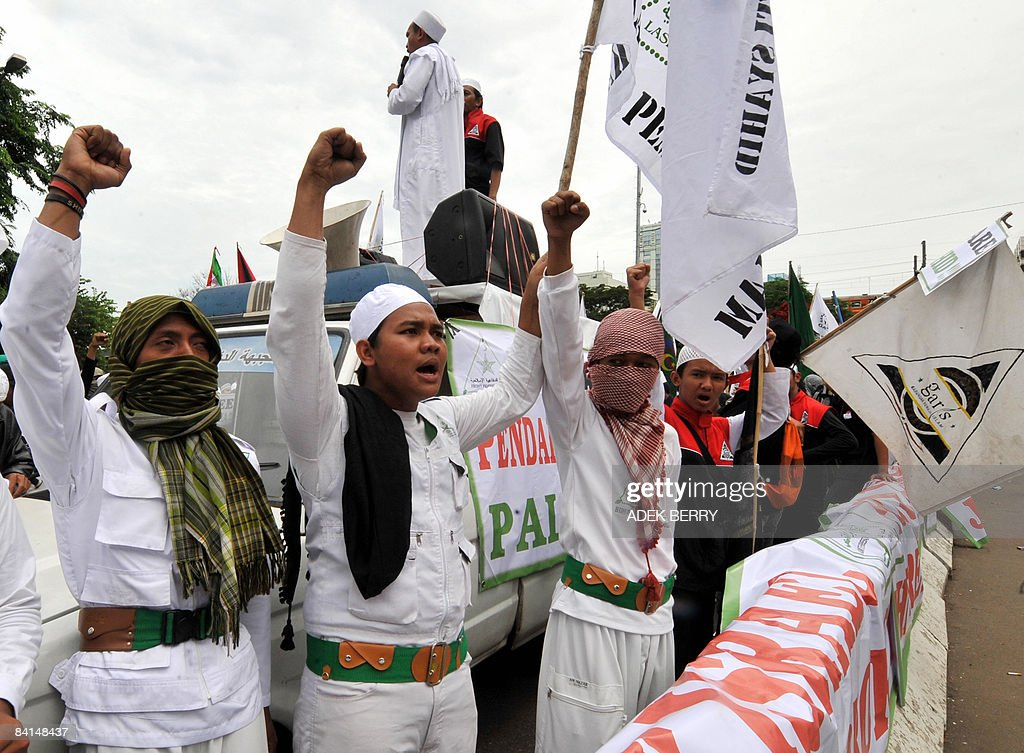 Members of the Front Pembela Islam (FPI) shout slogans during a protest outside the US embassy in Jakarta on December 31, 2008. Sending aid to Palestinians in Gaza would be more useful than dispatching fighters as some Indonesian militant Muslim groups are suggesting, a senior official said recently. Several groups in Indonesia, the world's largest Muslim-majority country, said they were recruiting volunteers to help fight Israel in response to air strikes on Gaza that began on Saturday.
