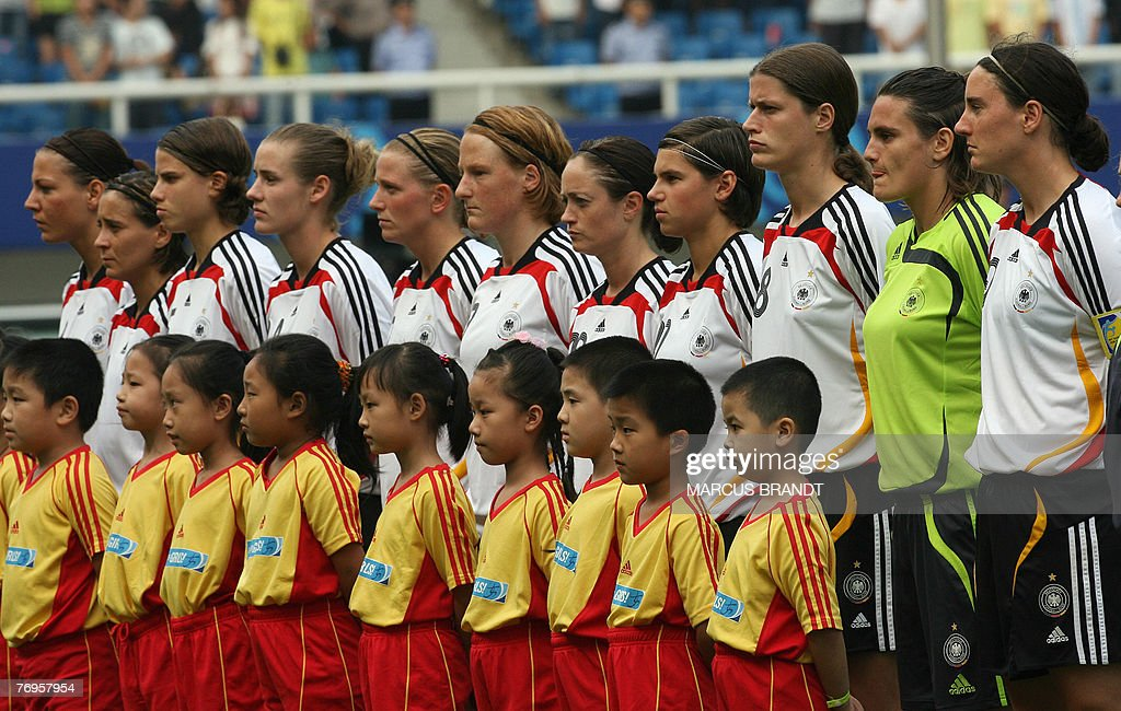 Members of the German team listen to the : News Photo