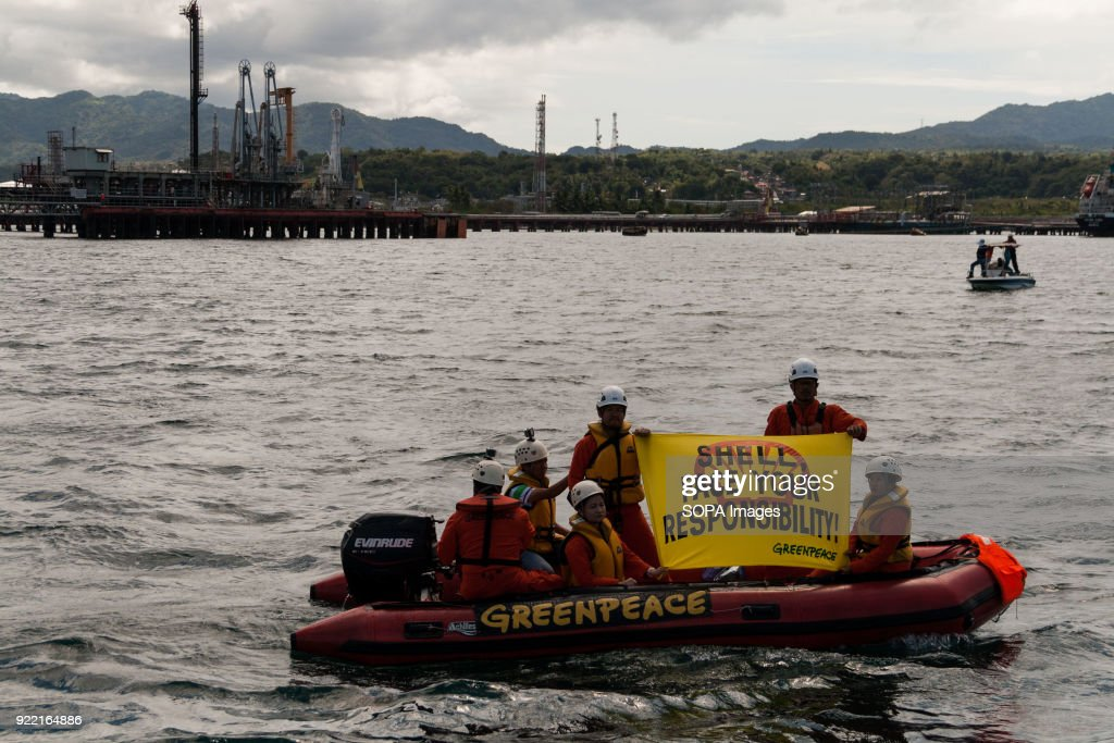 Members of the Greenpeace organization seen displaying a... : News Photo