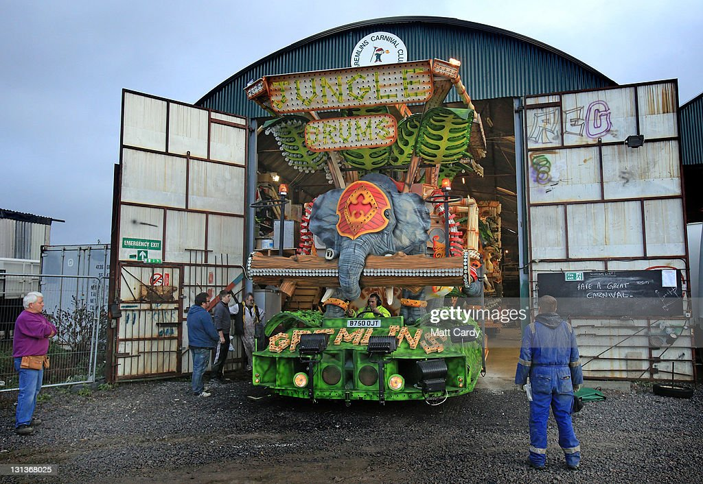 Members of the Gremlins Carnival Club open the doors to their workshop to unveil for & Enthusiasts Unveil Their Carts In Bridgewater Ahead Of The Worldu0027s ... pezcame.com