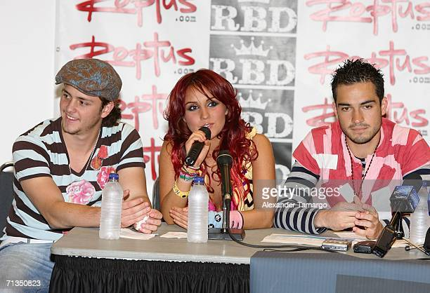 Members of the group RBD Christopher Alexander Luis Casillas Von Uckermann Dulce Maria Espinoza Savinon Alfonso Herrera Rodriguez pose at the...