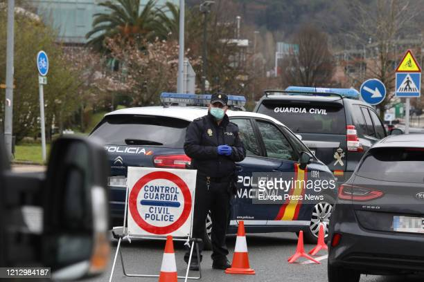 Members of the Guardia Civil and the Police Intervention Unit of the National Police carry out checks at the border with France, specifically at the...